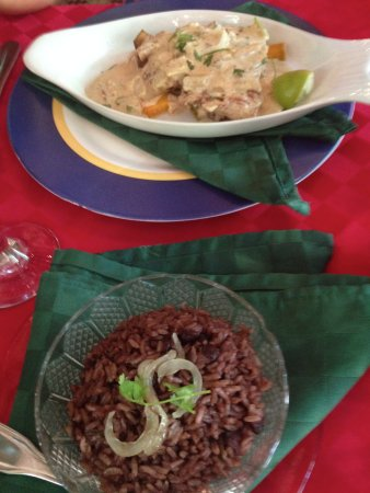 Paladar Los Mercaderes: fish with lemon sauce and morros y cristianos (rice and black beans)