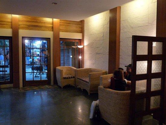 Hotel and Restaurant Shangri-la: Reception