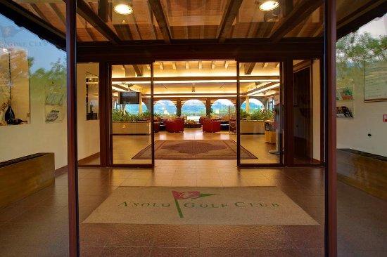 Cavaso del Tomba, Italia: L'ingresso alla struttura