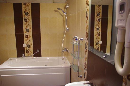 Hotel Gurko: Bathroom.