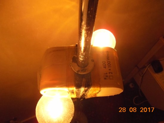 Den Omtalte Lampe Fyldt Med Tape Og Los Lampeskaerm Picture Of