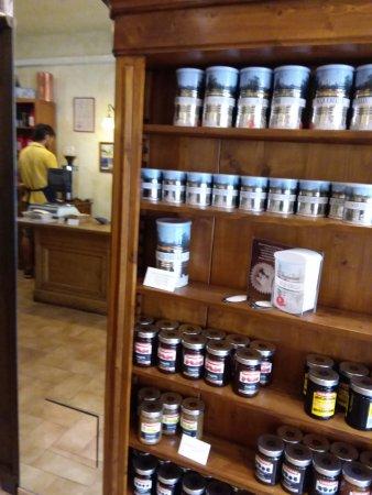 Artlife Caffe Penazzi 1926: Scelta del caffe'.....una boutique del caffe'.