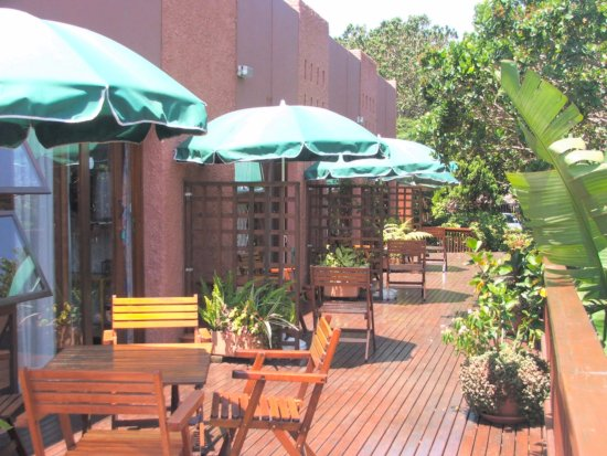 Margate, South Africa: This is the wooden deck that the rooms open onto.
