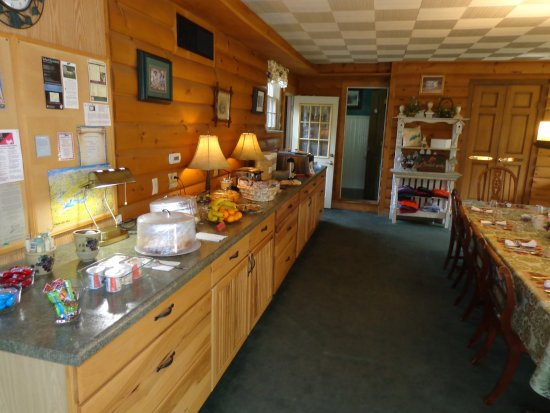 Lazy Cloud Inn: Breakfast Buffet in Fontana