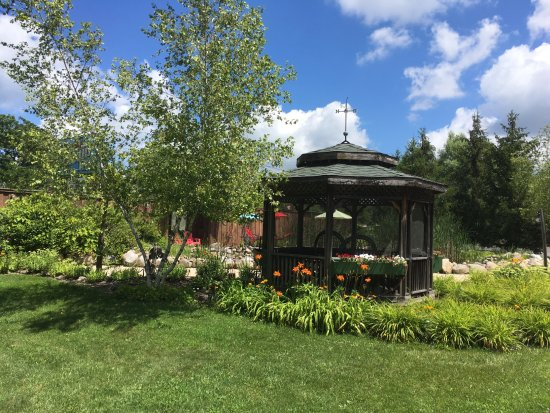 Lazy Cloud Inn: The gazebo in Lake Geneva