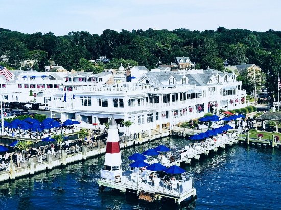 Port Jefferson, NY: Overview of hotel