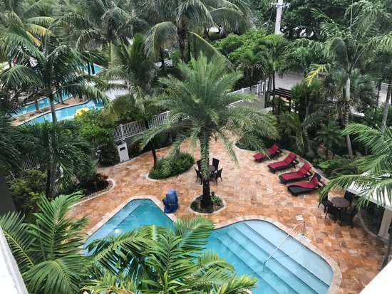 Sun Tower Hotel & Suites: The pool