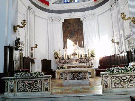 Касория, Италия: interno della chiesa