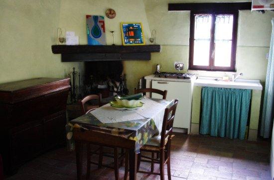 Residenza Paradiso: camera e cucina per tre persone, caldo e accogliente