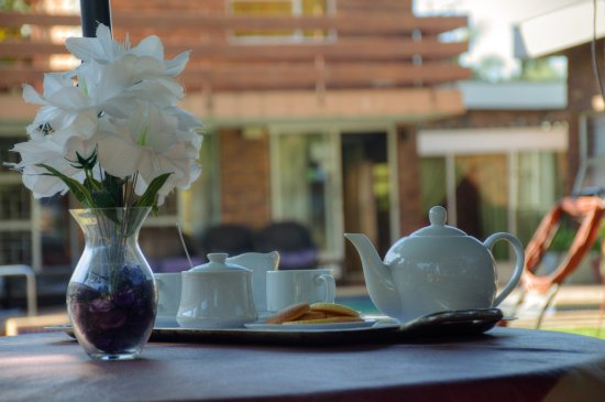 Benoni, Sudáfrica: Order tea and enjoy our home made biscuits