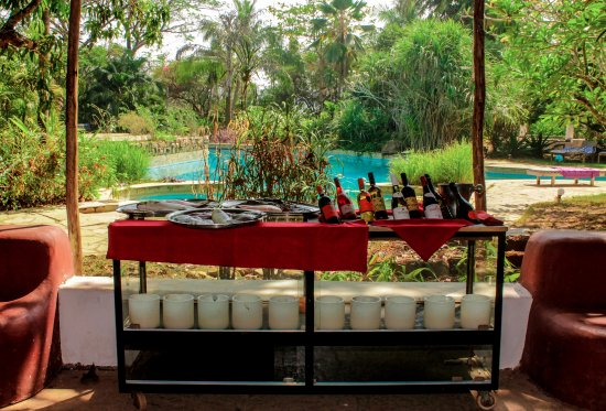 Anjuna, India: Sun.seafood and a bottle of wine