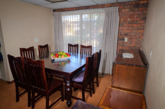 Benoni, Sydafrika: 2 bedroom self catering unit dining area