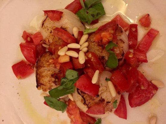 Osteria La Gensola: Scallops with tomato and pine nuts