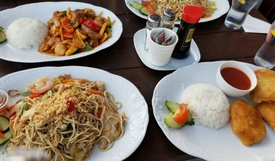Hudiksvall, Sweden: Spicy duck, pad thai, and fried pork.