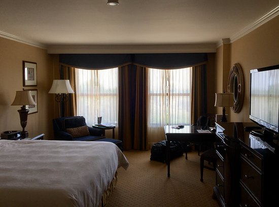 The Langham Huntington, Pasadena, Los Angeles: The king room is large and airy (but maybe a bit stuffy?)