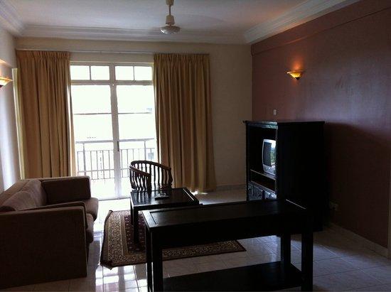 Ancasa Resort AllSuites, Port Dickson: Kitchen, bed, twin beds & living