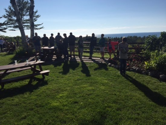 Cross Village, MI: Outdoor area while waiting for your table. Overlooks Lake Michigan.