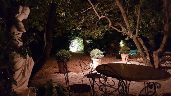 Arpaillargues, Francja: Le paradis sur terre ...