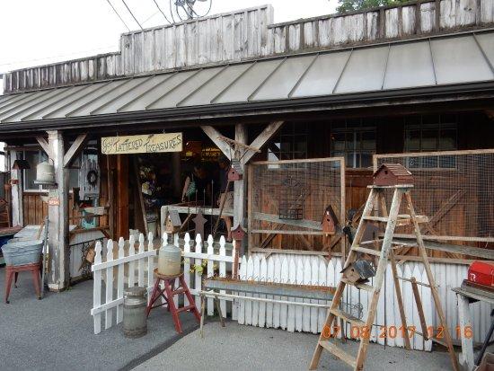 Leesport, PA: antiques