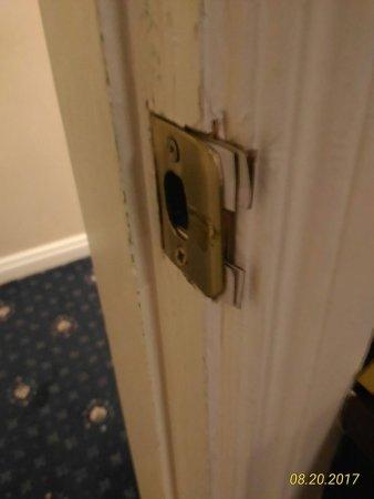 Carrigaline, Irlanda: High security door lock at 117.