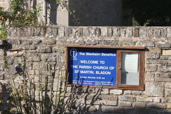 Bladon, UK: Church sign