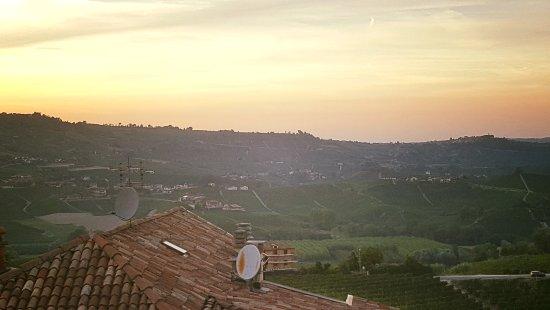 Castiglione Falletto, Italia: IMG_1504633394156_large.jpg