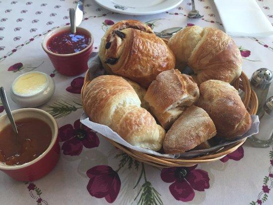 Château Richer, Canadá: Fresh baked goods and homemade preserves