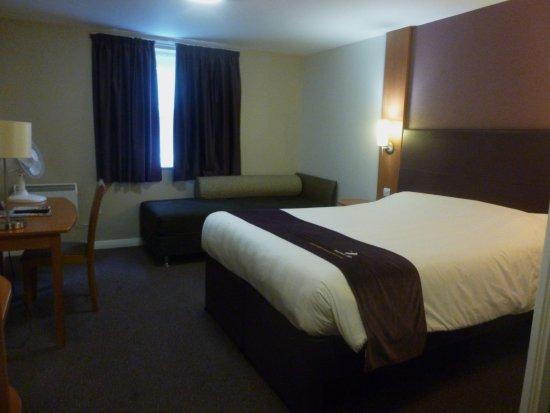 Premier Inn Boston Hotel: Clean large room ..