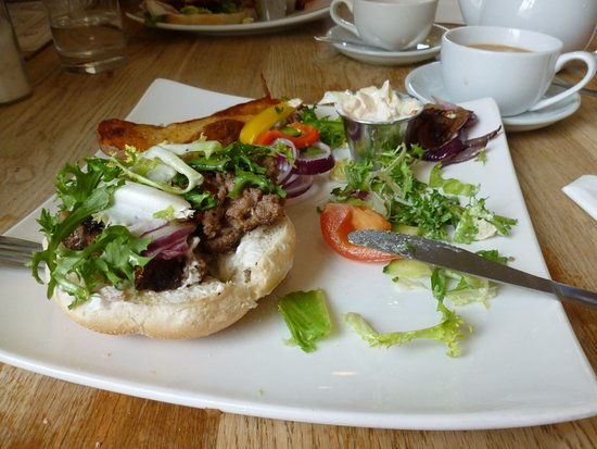 Tomlinsons: Lovely, well prepared home made burger