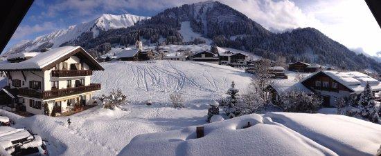 Riezlern, Austria: Gatterhof mit den Ferienwohnungen Nr. 11-19 und tollen Ausblicken von den Balkonen