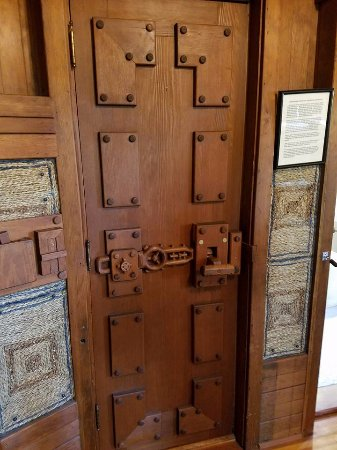 Gillette Castle State Park: No nails and no door knobs