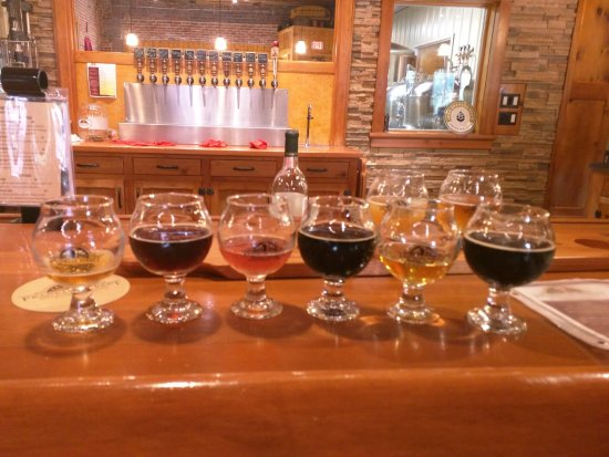 Manchester, IA: Our flight at the bar