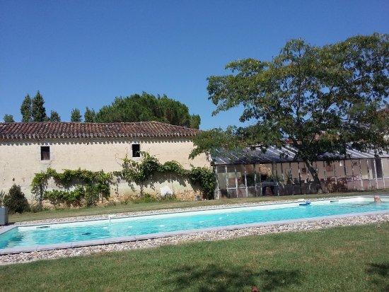 Domaine de baiise photo de le domaine de la ba se for Baise dans la piscine