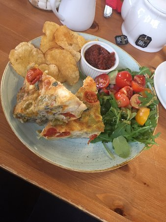 Loddiswell, UK: Goats cheese frittata with salad