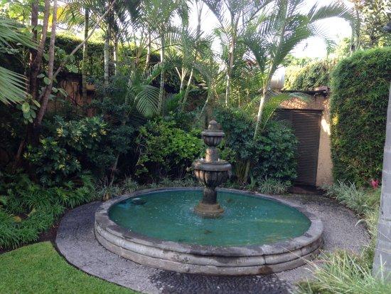 La Mansion del Sol: Peaceful garden where we enjoyed breakfast each morning.