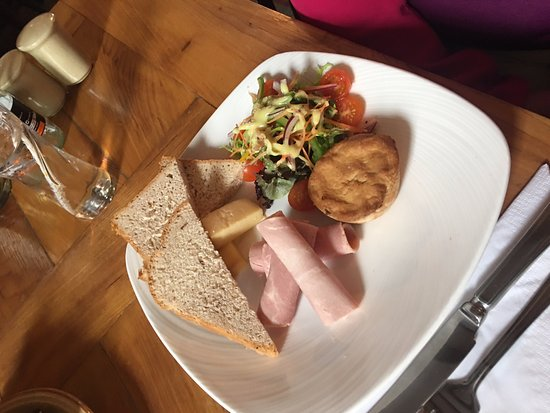 Port Charlotte Hotel: Ploughmans at the PC Hotel. Just £14.50
