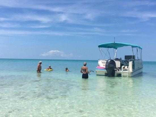 Hamilton, Bermuda: Happy Dance can anchor in the shallowest bays!