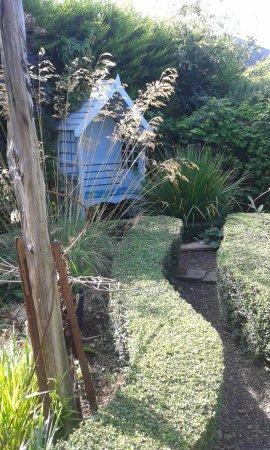 Castle Gardens Beaumaris: Quiet Places To Sit And Admire The Garden