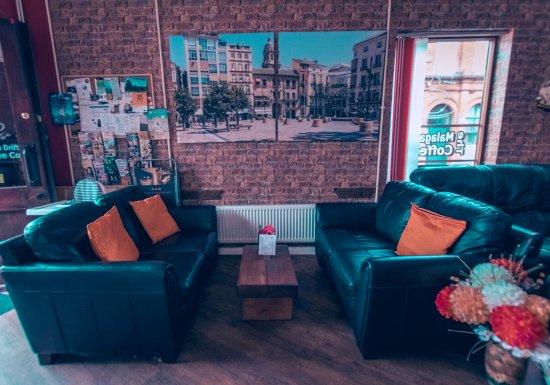 Eccles, UK : Lounge