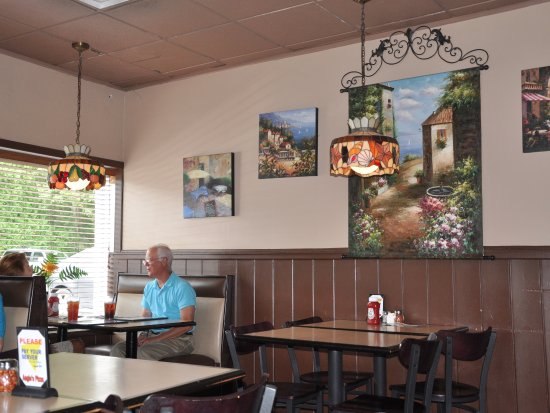 Angie's Pizza House: Angie's Pizza - Interior