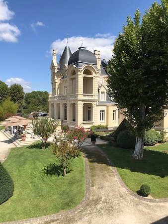 Gourmet Touring: Chateau Grand Barrail