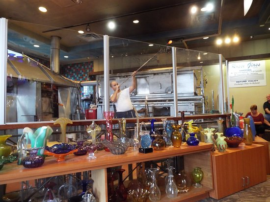 Souvenir City Headquarters : Glass blowing demonstrations with available gifts for purchase.