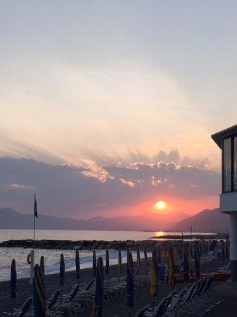 Bagni Giovanni SeaSide Restaurant : Vista mare con tramonto