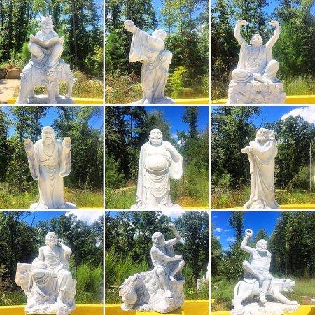 Clover, Carolina del Sur: Several Statues!