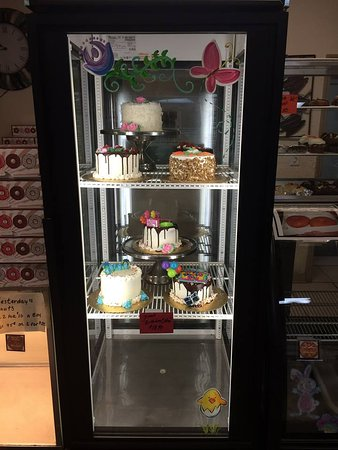 Leesburg, FL: Pies and Cakes plus slices for lunch