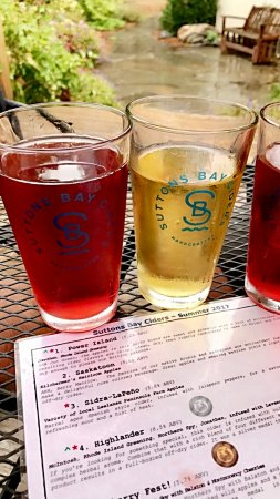 Suttons Bay, MI: Yummy ciders