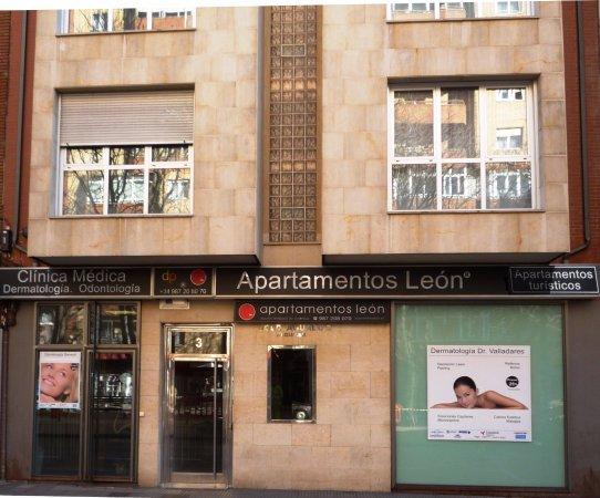Apartamentos León: Fachada
