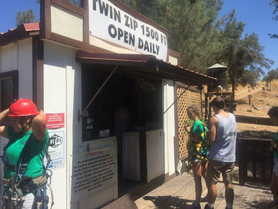 Vallecito, CA: Get gear here.. then they take by car to zip site