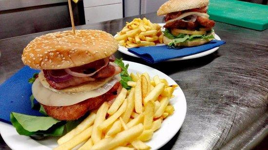 Lo Squalo Surf Bar: Hamburger Lo Squalo Completo