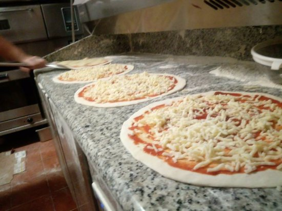 Lo Squalo Surf Bar: Making Pizza